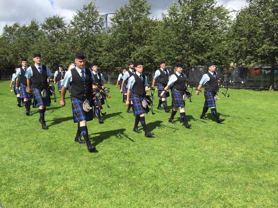 Tweedvale Pipe Band marching up to the line